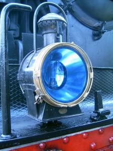 """La couleur """"blanc lunaire"""" caractéristique des lampes à pétrole SNCF."""